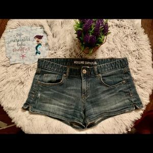 Mossimo Distressed Jean Short's Size 13⭐️⭐️🌟